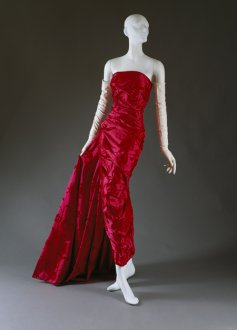 Lys Noir evening dress, fall/winter 1957–58  © The Metropolitan Museum of Art