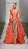 18-robe-bustier-decollete-asymetrique-corail-porte-sur-un-legging-strasse