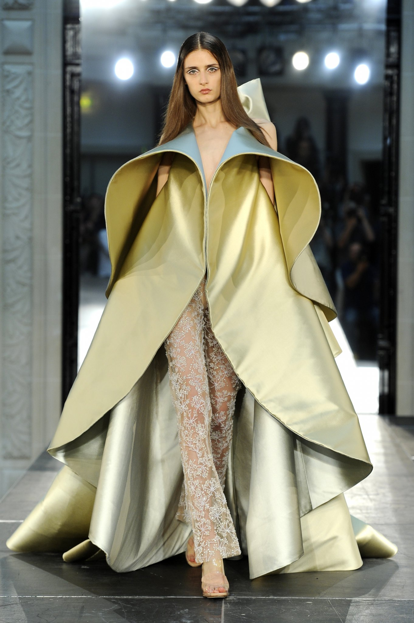 Alexis mabille fw2016 haute hot couture news for What is haute couture