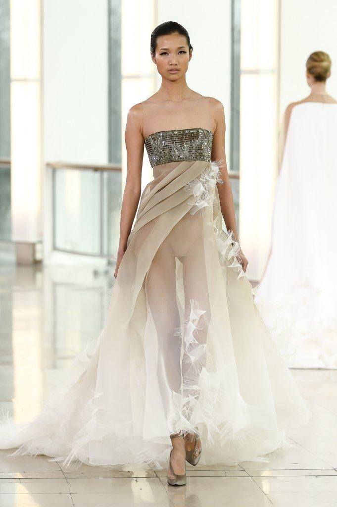 White summer dress reveals things - 4 5