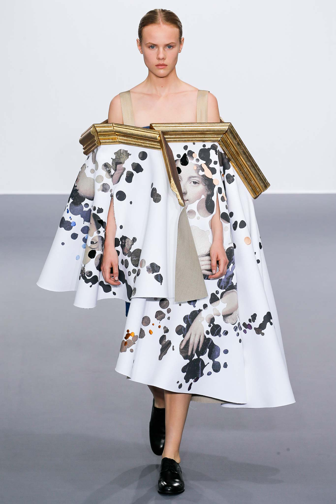 Viktor Rolf Fall 2016 Couture Fashion Show: Viktor & Rolf FW2015 - Haute